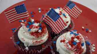 american-flag-cupcakes (1)
